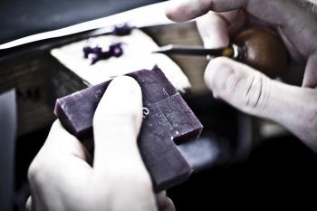 sculptor-in-wax-3_ibbl