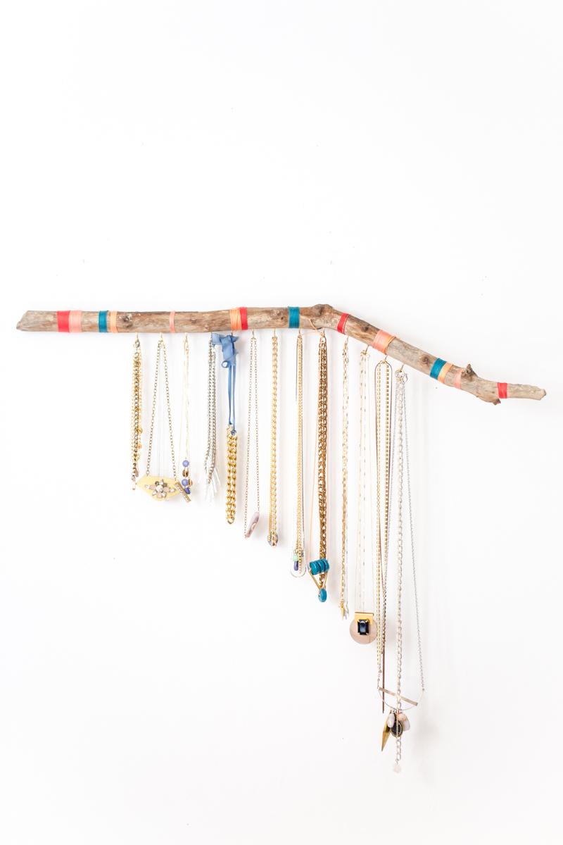 10 diy d co pour ranger ses bijoux bright pause - Porte bijou originalidees pour exposer ses tresors ...